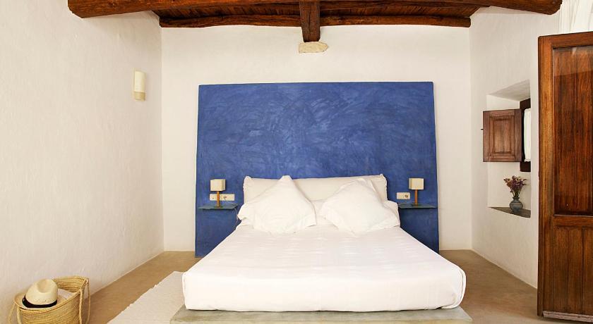 hoteles con encanto en sant joan de labritja  26