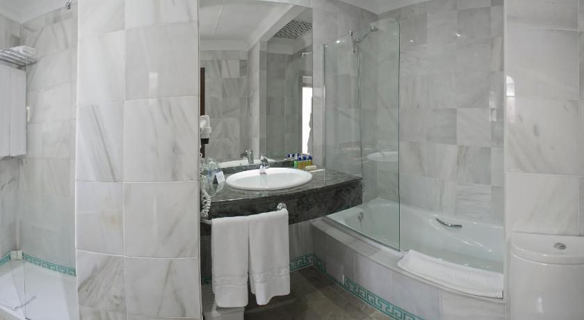 hoteles con encanto en cádiz  250