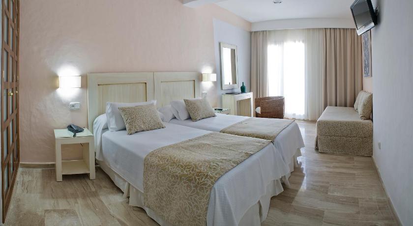 hoteles con encanto en cádiz  253