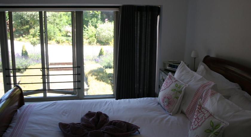Large Double Room with Courtyard Garden View - Gæsteværelse Reeds Barn