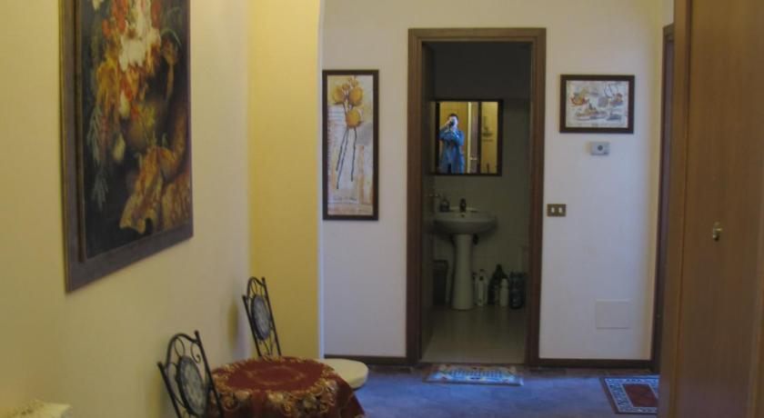 Best Price on Holiday Sunny Roma B&B in Rome + Reviews