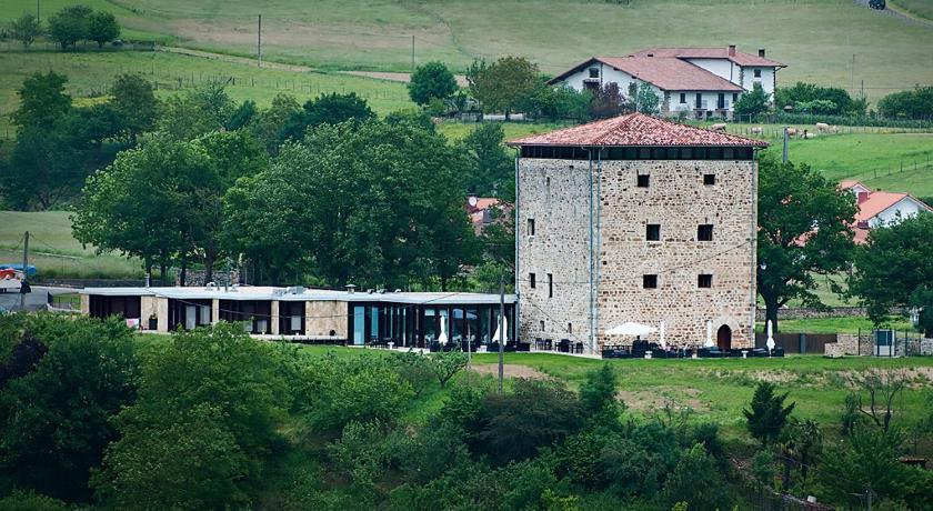 Hotel Torre Zumeltzegi 19