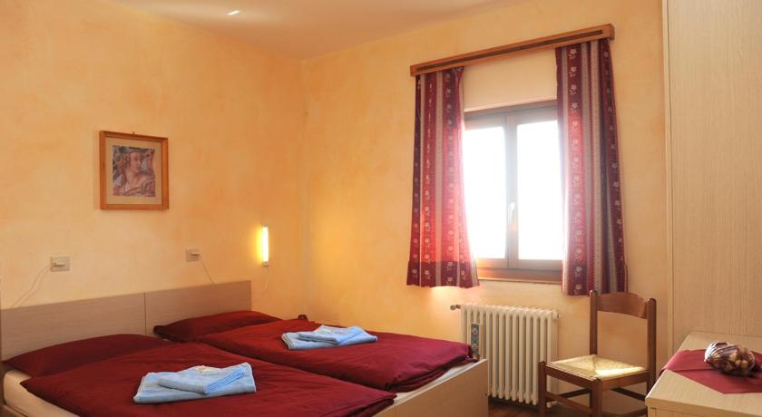 Triple Room - Bed Rifugio Fedaia