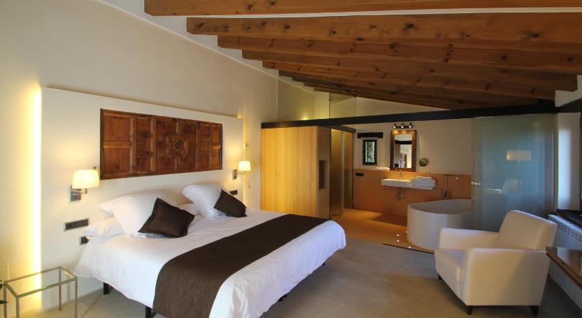 hoteles con encanto en cánoves  1