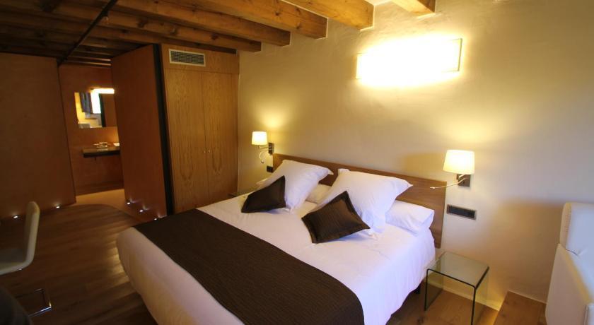 hoteles con encanto en cánoves  25