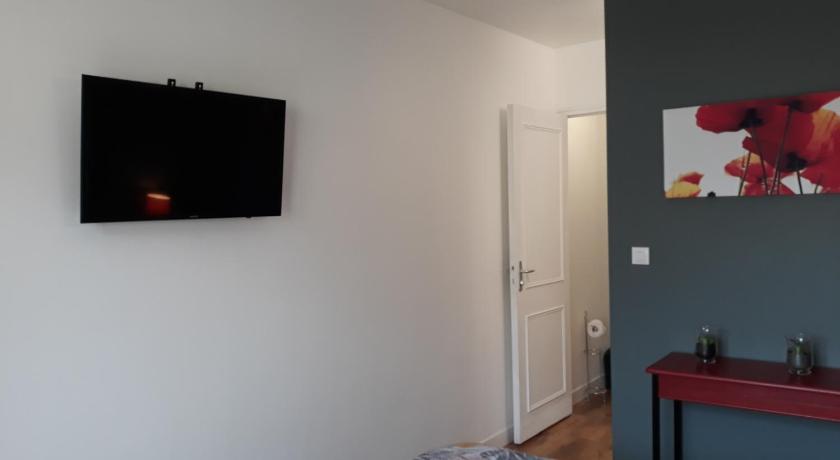 Chambre d\'hôtes Moderne - Chef-du-Pont   Bedandbreakfast.eu