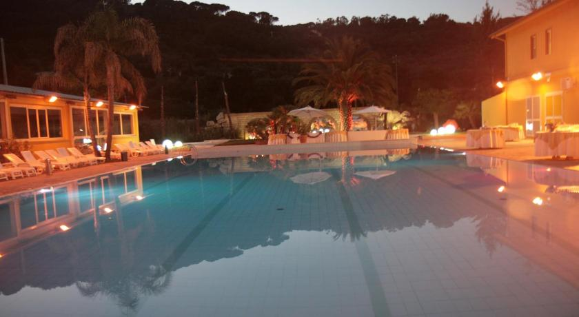 Swimming pool Park Hotel Paradiso