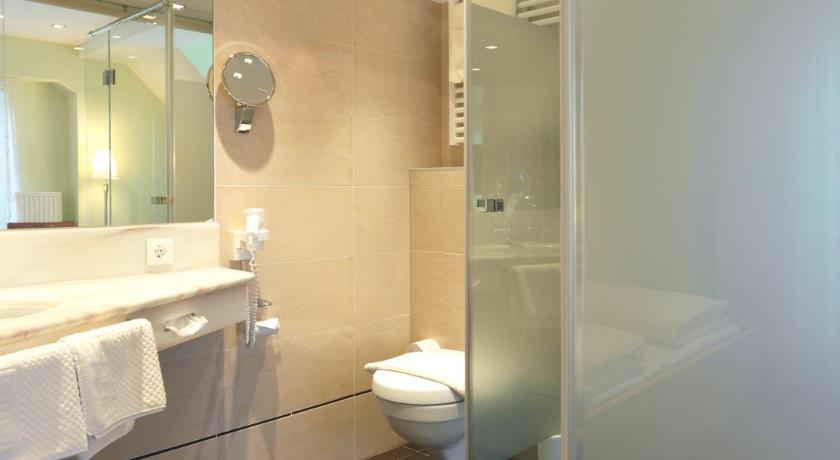 Double Room - Bathroom Weingut Skoff Original