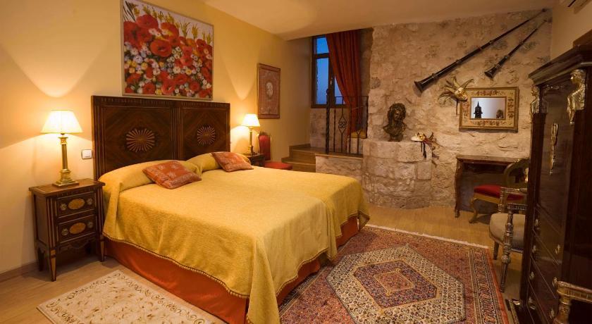 Residencia Real Del Castillo De Curiel-3394782