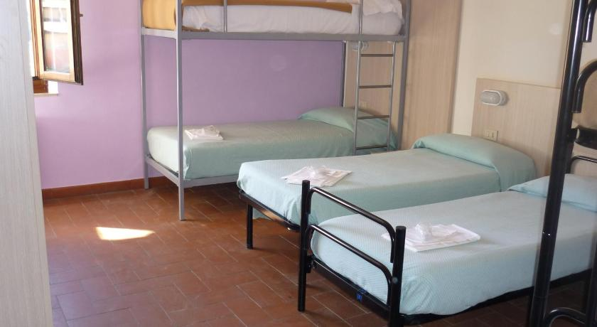Quintuple Room with Shared Bathroom - Guestroom Ostello - Casale La Sterpaia