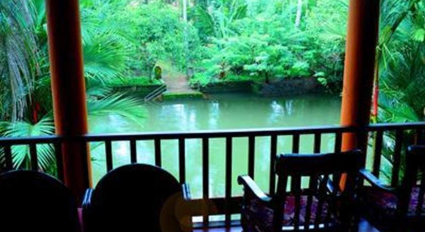 Backwater Retreat Aymanam,Near Pulikutisery Bridge Kumarakom