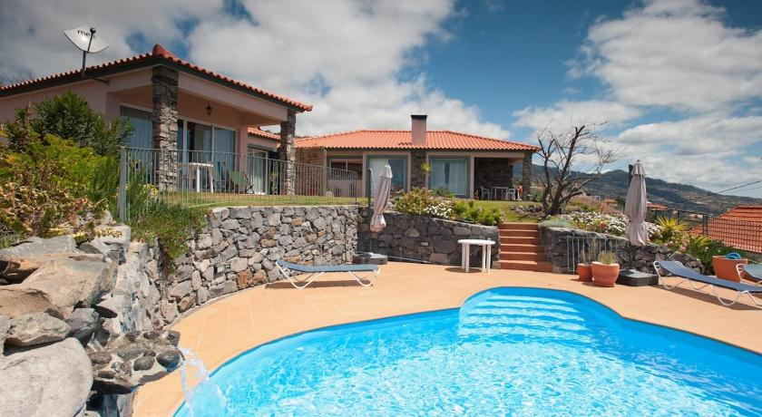 Swimming pool Banda Do Sol Self Catering Cottages