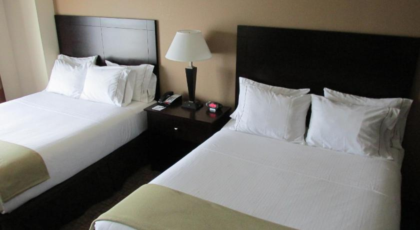 Bett Holiday Inn Express and Suites Wheeling