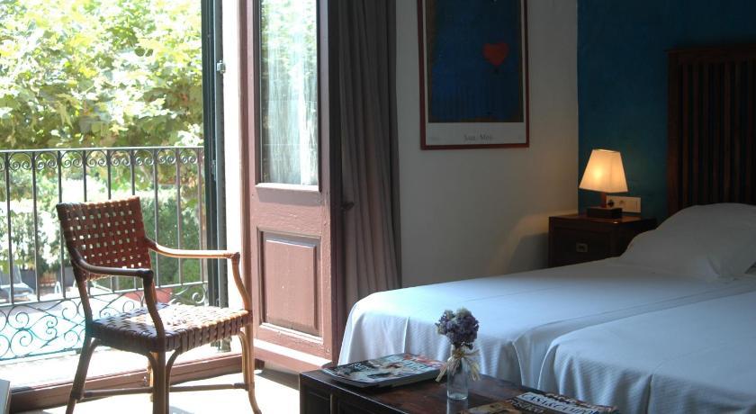 hoteles con encanto en cabrils  33