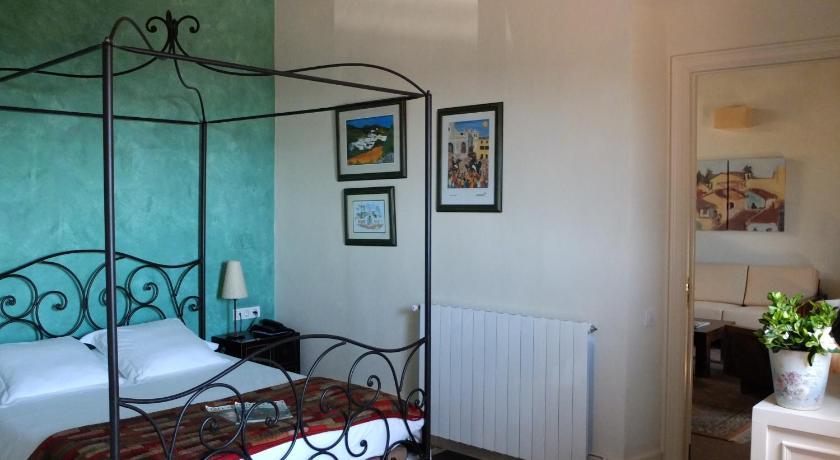hoteles con encanto en cabrils  34