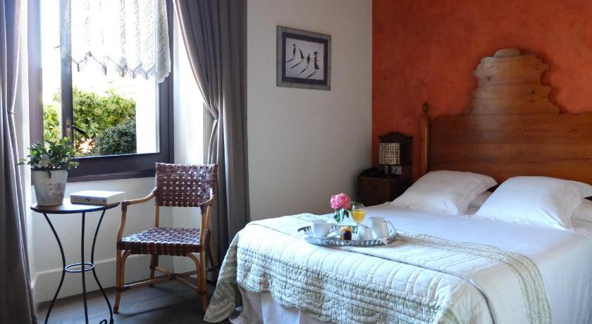hoteles con encanto en cabrils  35