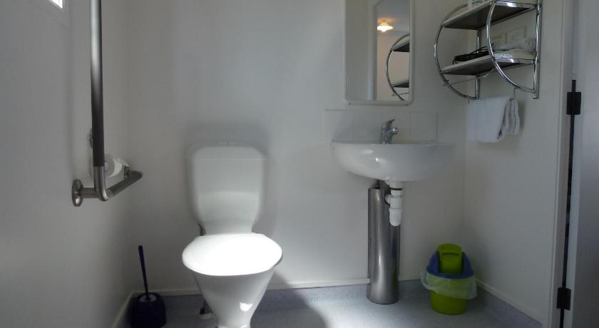 Studio - Disability Access - Bathroom Mana-Nui Motel