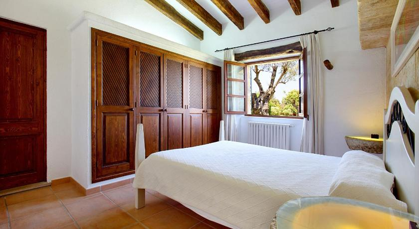 Three-Bedroom Villa - Bed Segue
