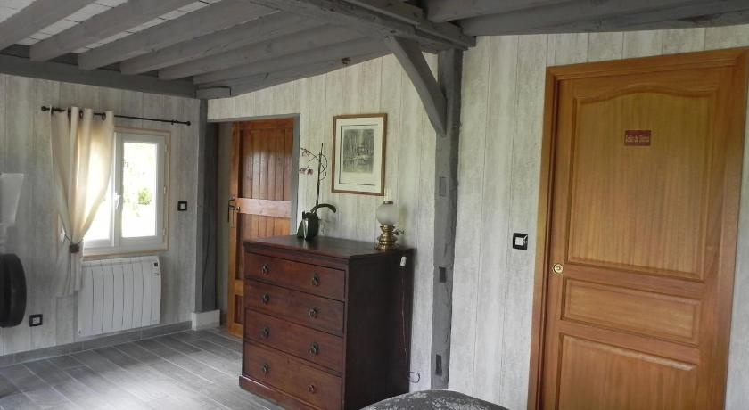 Three-Bedroom Cottage Au Bois Morand