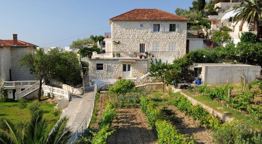 Apartments Olive Tree Matija Ivanića 27 Lesina