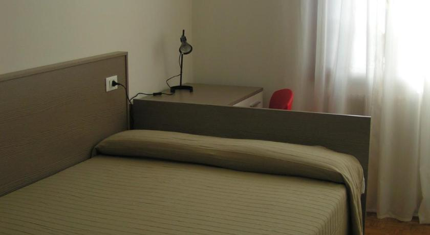 Single Room with Private External Bathroom - Bed Barbarigo