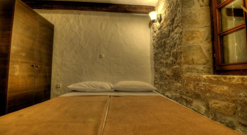 One-Bedroom Stone House (2 Adults) - Guestroom Traditional Stone House