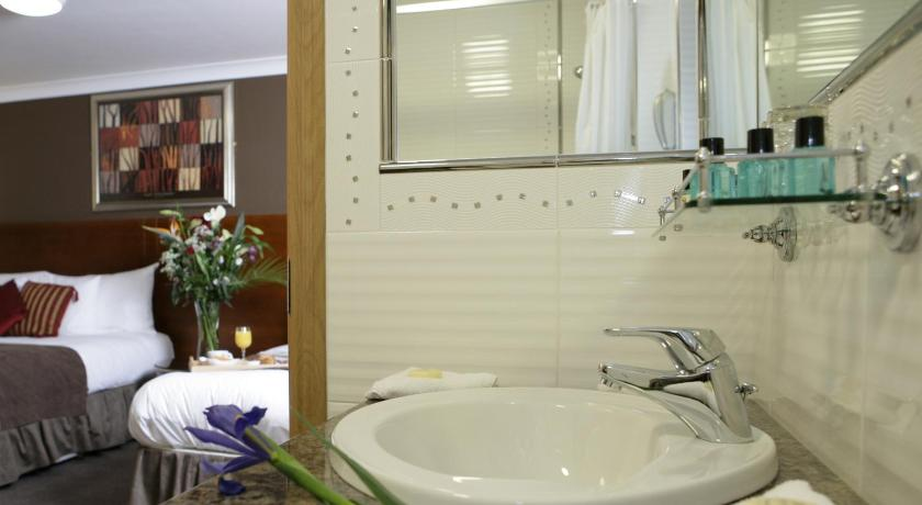 Single Room - Bathroom Ashford Court Boutique Hotel
