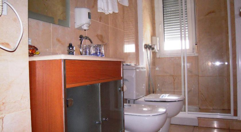 One Bedroom Apartment (2 Adults + 1 Child) - Bathroom Hotel Apartamentos Ciudad de Lugo