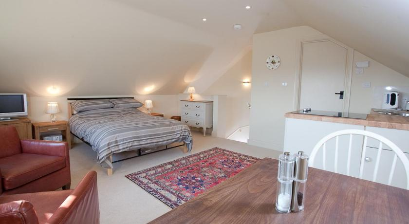 Studio Apartment at Harepath House