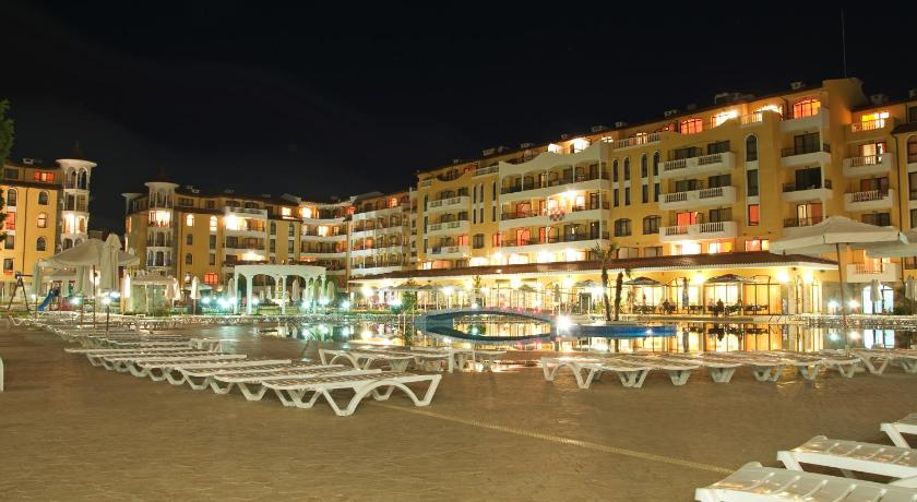مسبح PMG Royal Sun Apartments