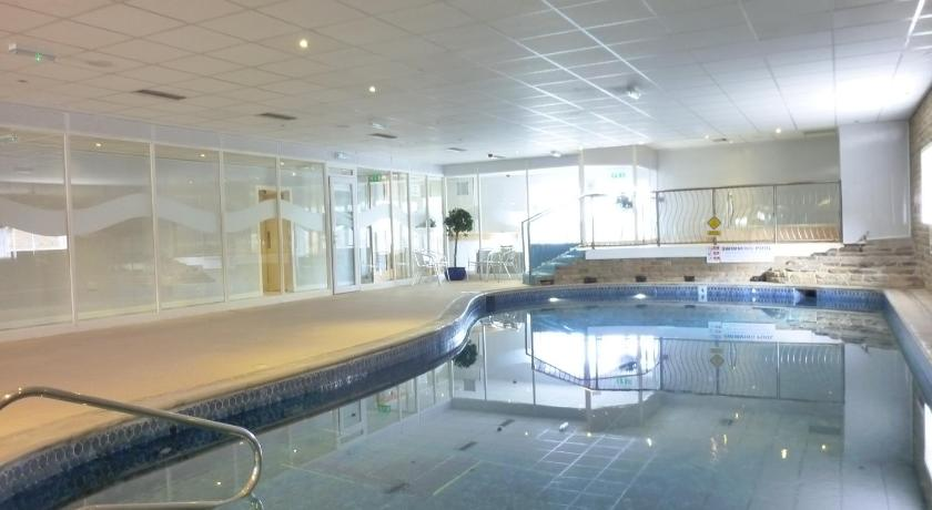 Swimming pool The Highfield Hotel