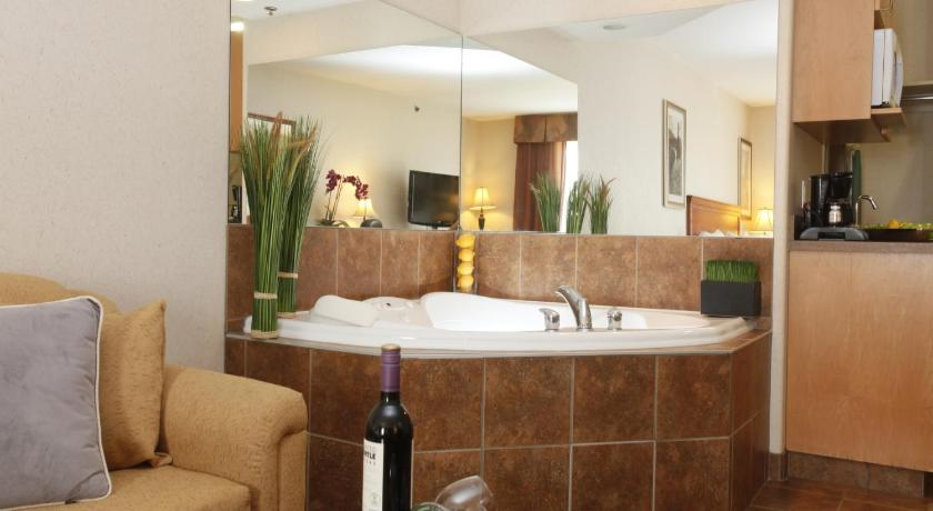 King Suite with Spa Bath - Spa Stonebridge Hotel Dawson Creek