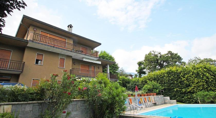 Apartment Happy Pool Porto Valtravaglia