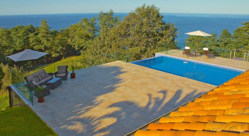 Swimmingpool Villa Igueldo