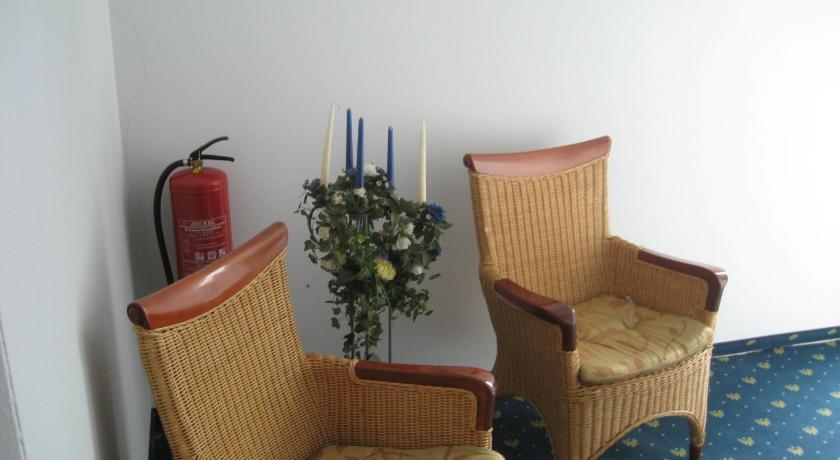 Best Price on Hotel Restaurant \