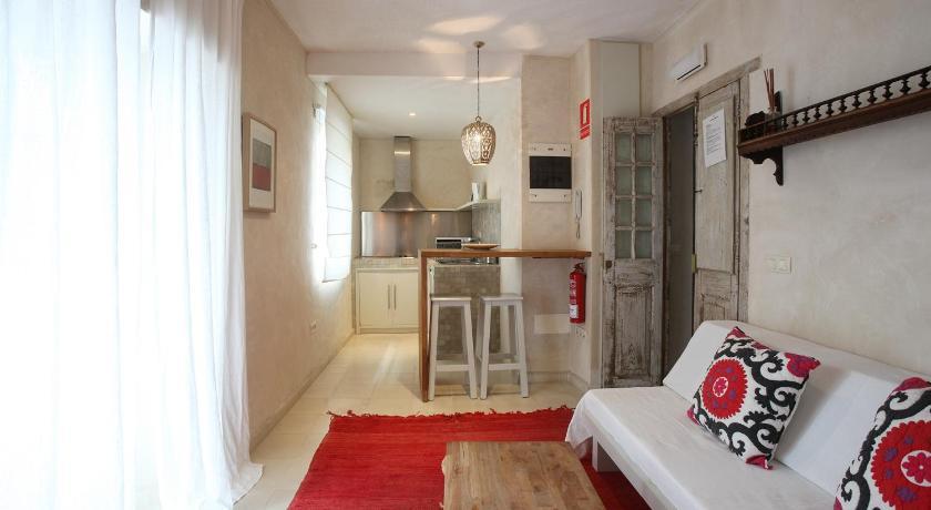 Apartamentos Caravane San Casiano, 5 (esquina de la calle Santisima Trinidad 16) Tarifa