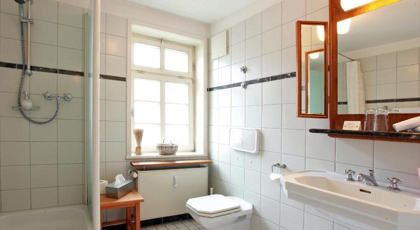 "Double Room - Bathroom Gasthaus & Hotel ""Zum Hirschen"""