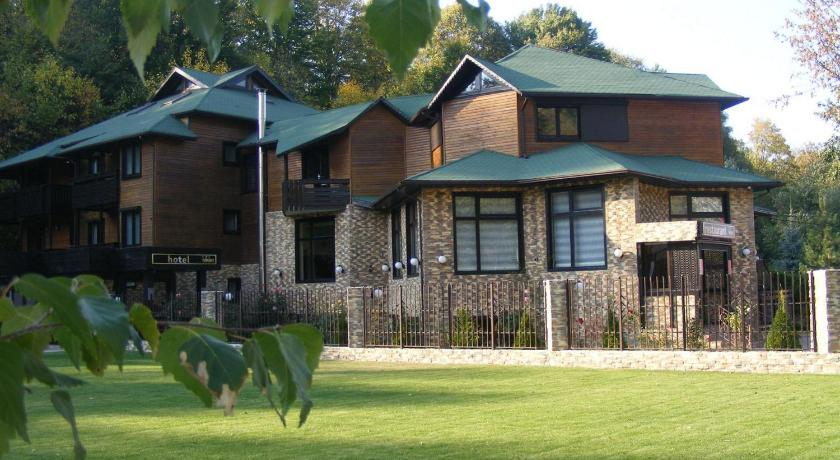 Rural accommodation at  Hotel Hillden Lodge&Restaurant
