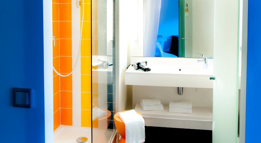 Standard Double Room - Bathroom ibis Styles Brest Centre Port