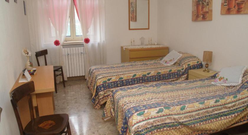 Double or Twin Room with Shared Bathroom B&B La Ginestra