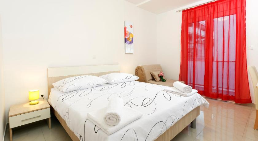 Double Room with Balcony - Guestroom Apartments Bella