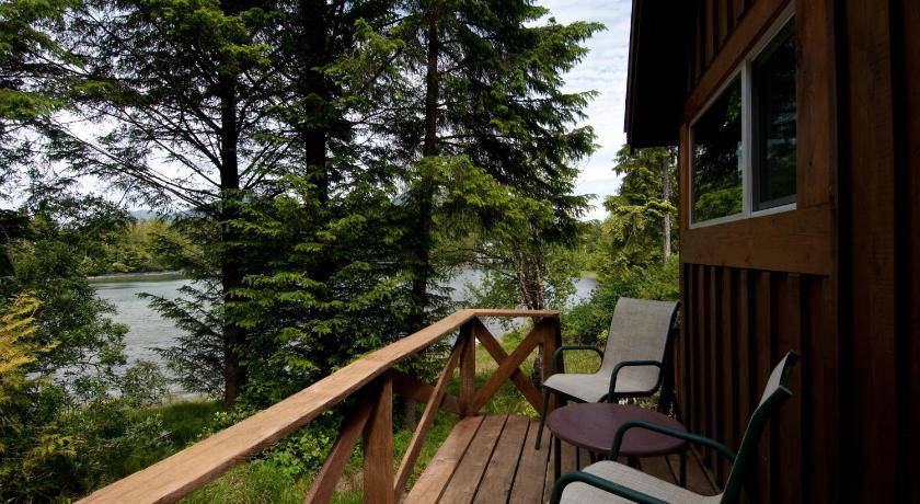 Birds Bay Retreat 985 Peninsula Road, PO Box 685 Ucluelet