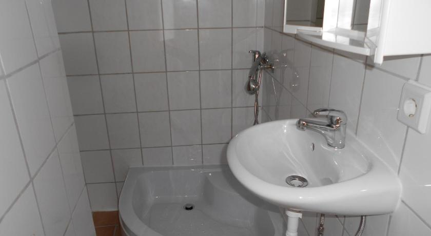 Single Room with Bathroom - Bathroom Belle Vue Apartrooms