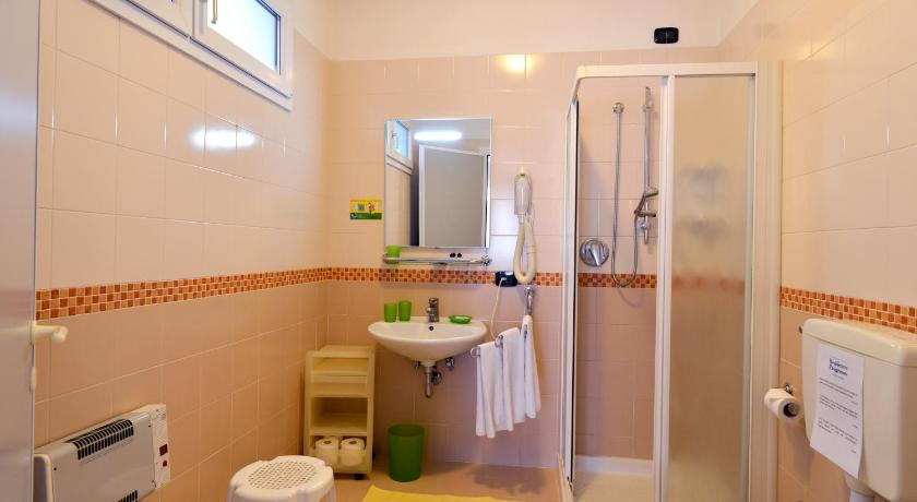 Suite with Kitchenette (2 Adults) - Bathroom Hotel & Residence Progresso