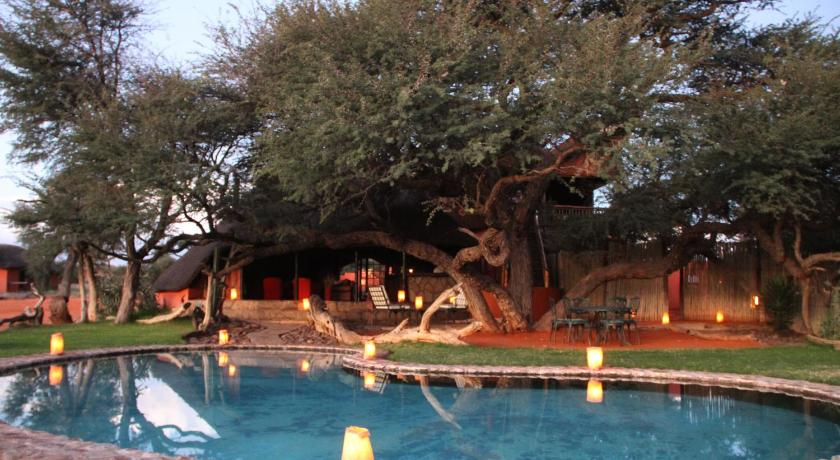Плувен басейн Camelthorn Kalahari Lodge