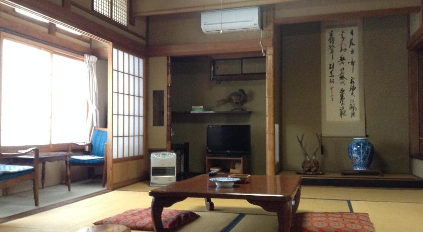 Japanese-Style Twin Room with Shared Bathroom and Private Toilette - Zimmer Chitosekan