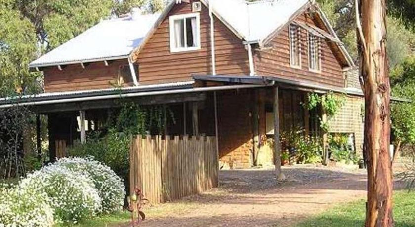 Two-Bedroom Cottage - Stardust - Entrance Moonbeam Cottages & Rainbow Cafe
