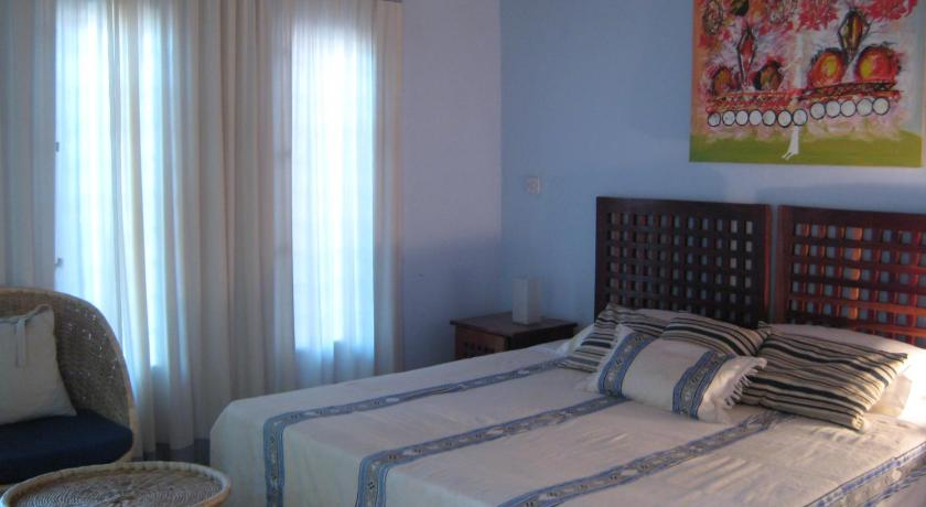 Garden Double or Twin Room - Bed Hibiscus House Gambia