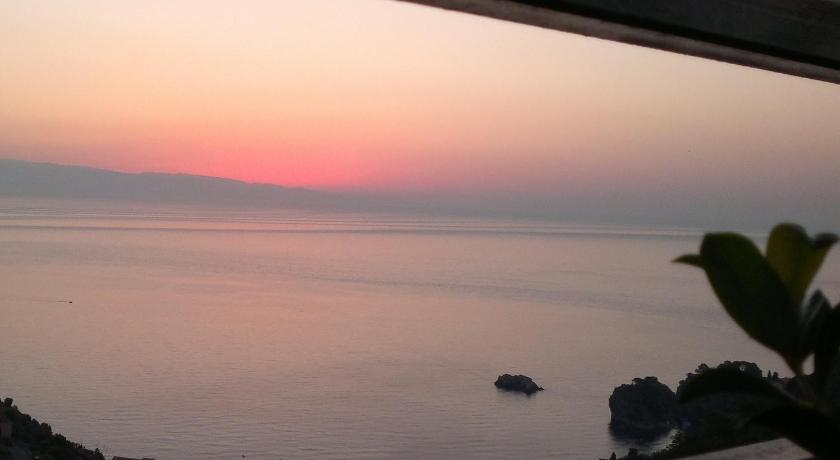 B&B La Terrazza Sul Mare Taormina in Italy - Room Deals, Photos ...