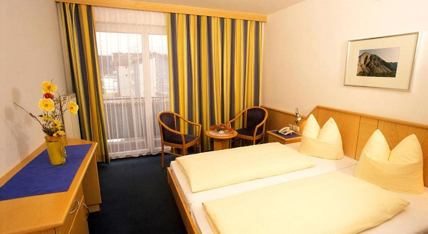 Double Room with Balcony - Guestroom Hotel Reichmann